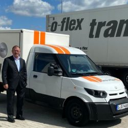 trans-o-flex testet Elektro-Zustellfahrzeug, Wolfgang P. Albeck Vorsitzende der trans-o-flex-Geschäftsführung